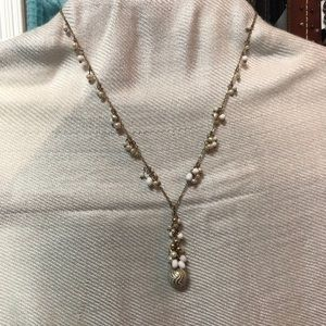 Jewelry - Gold , white and pearl beads necklace